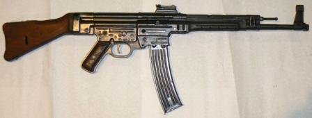 MP 43 assault rifle, the first production variant of the Sturmgewehr, right side