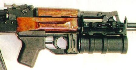 GP-30 launcher mounted on the AK-74 assault rifle. Note how the quadrant sight is mounted on the right side of the launcher mount.