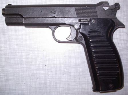 Mle.1950 pistol, left side