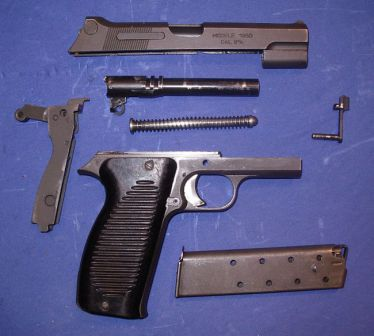Mle.1950 pistol, disassembled