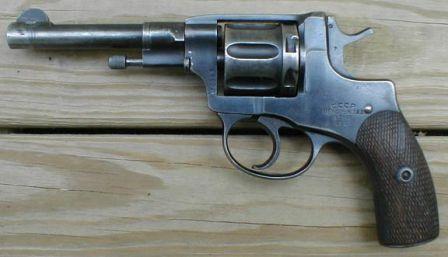 Rus yapımı Nagant revolver (1925 dolaylarında)