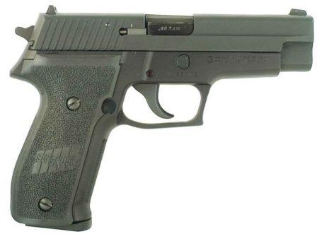 Işlenmiş slayt ile .40 SW mevcut üretim SIG-Sauer P226 tabanca,. Eski modeline oranla slayt şeklinde hafif farka dikkat edin.