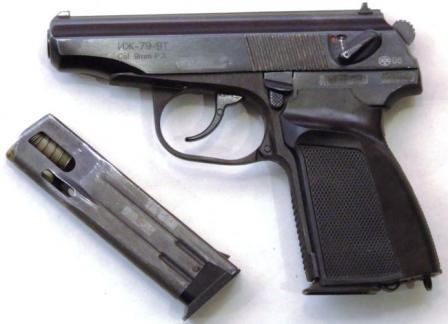 """Пистолет травматический Иж-79-9Т """"Макарыч"""" (вариант на базе коммерческого экспортного варианта пистолета ПММ - Байкал-442) с 10-зарядным магазином и расположенной позади спускового крючка кнопкой защелки магазина, выпуск 2005 года"""