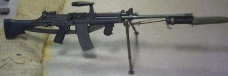 Ultimax 100 Mk.2 machine gun with 30-round M16 magazine and sheathed bayonet (anunusual accessory for a machine gun).
