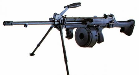 Ultimax 100 Mk.3 machine gun with 100-round drum; note different position of thecarrying handle.