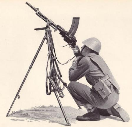 Madsen model 1950 light machine gun on universal tripod in AA configuration, from Madsen catalogue.