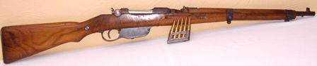 same 8x56R Steyr Mannlicher M95/30 short rifle, right side, with the loaded en bloc clip shown in front of the gun.