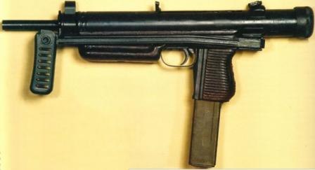 Sa.26 submachine gun, with folding butt in opened position. Note that magazineis sloped forward because of different ammunition used (7,62mm).