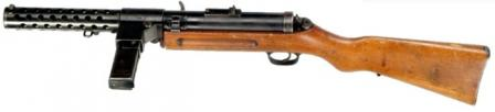 Modified Bergmann / Schmeisser MP-18/I submachine gun, with box-type 20-roundmagazine.