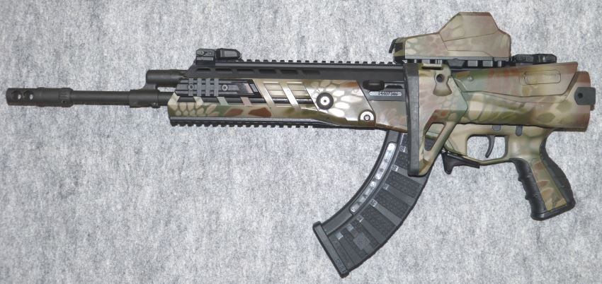 AK-Alfa assault rifle, left side. Note that when the charging handle is set on the left, the folded stock blocks it, preventing rifle to be charged or fired repeatedly.