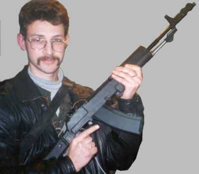 Author poses with the AN-94 assault rifle (Interpolytech-2001 exhibition,Moscow, Russia)