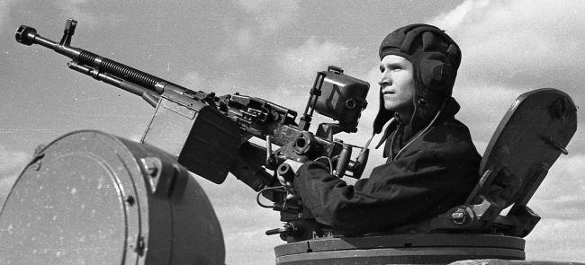 Схема устройства узла подачи ленты пулемета ДШК.