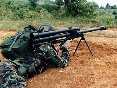 RT-20 in firing position. Anyone can wonder if the backblast from the reactive counter-recoil tube (above the barrel) won't tear off the shooters' backpack at the moment of fire.