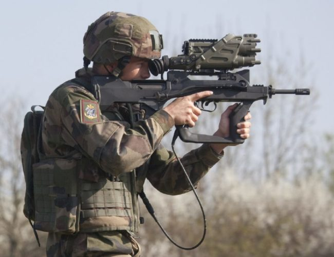 FAMAS-FELIN rifle in use