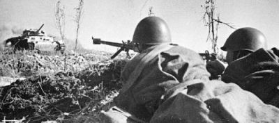 Soviet troops with 14.5mm PTRD anti-tank rifle.