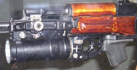 GP-25 launcher mounted on the AK-74 assault rifle. Note how the quadrant sight is mounted on the left side of the launcher mount.