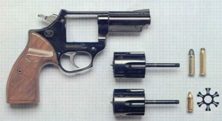 FN barracuda revolver with both cylinders removed (.357 / .38 top, 9x19 bottom). Also shown are cartridges of respective caliber and steel clip for 9x19 ammunition