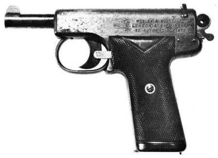 Early Webley Scott automatic pistol, cal.32, model of 1905. Very early model with safety lever located next to the hammer.