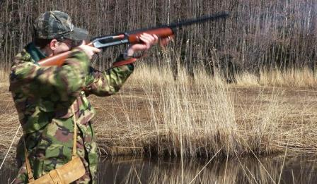 Author hunts the duck with his own Stoeger model 2000 Deluxe shotgun.