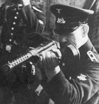 A German police officer fires a Schmeisser MP.18,I submachine gun (circa 1920).