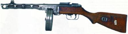 early production Shpagin PPSh-41 submachine gun, with drum magazine andtangent-type rear sight.