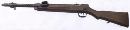 Type 100 submachine gun, late war version (made in 1944-45), with fixed rear sight and simplified bayonet lug.