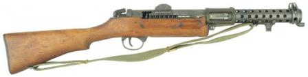 Right side view on Lanchester Mk.1* submachine gun, without fire mode selectorand with simplified rear sight. Bayonet lugs are clearly visible near the muzzle.