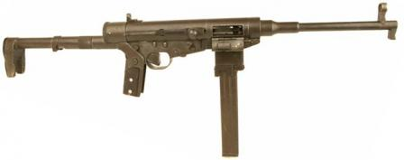"Hotchkiss ""type Universal"" submachine gun in ready-to-useconfiguration."