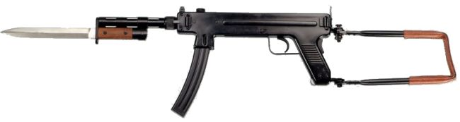 Madsen model 1953 Mark 2 submachine gun, with optional barrel jacket and bayonet.
