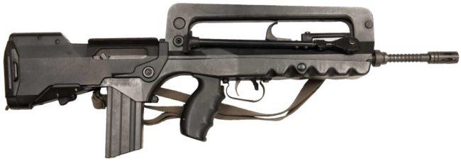 автомат . штурмовая винтовка FAMAS F1, вид справа